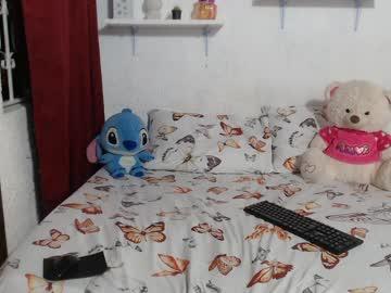Sexy live cam screenshot of goddessariel22's webcam / video chat room