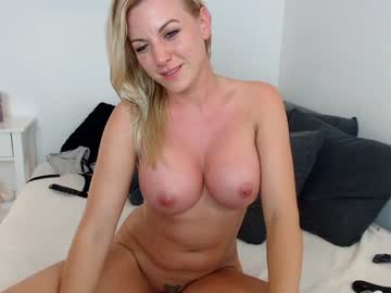 Sexy live cam screenshot of dettyblondie's webcam / video chat room