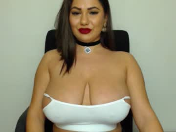 Sexy live cam screenshot of queenevamaria's webcam / video chat room