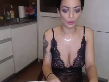 Sexy live cam screenshot of sexysinglemommy's webcam / video chat room