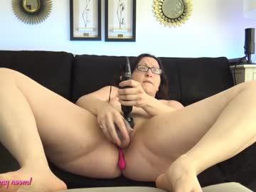 Sexy live cam screenshot of bellalunasola2327's webcam / video chat room