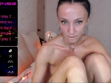 Sexy live cam screenshot of dancingkat's webcam / video chat room