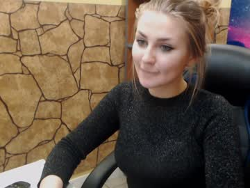 Sexy live cam screenshot of abigail_heart's webcam / video chat room