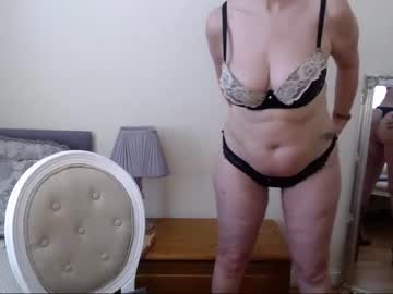Sexy live cam screenshot of emma_english's webcam / video chat room