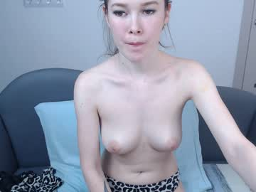 Sexy live cam screenshot of loris_room's webcam / video chat room