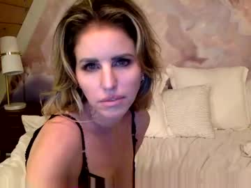 Sexy live cam screenshot of lynetteroland's webcam / video chat room