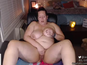 Sexy live cam screenshot of sillyfidget33's webcam / video chat room