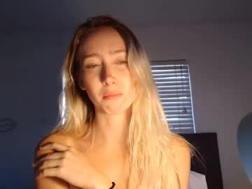 Sexy live cam screenshot of sophiestorms's webcam / video chat room