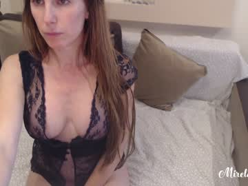 Sexy live cam screenshot of mirela_silver's webcam / video chat room
