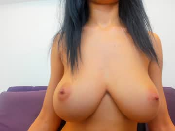 Sexy live cam screenshot of anya_fox's webcam / video chat room